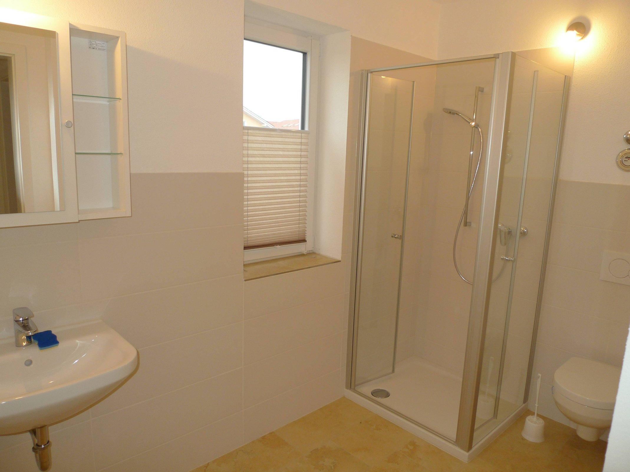 Toilette mit Dusche Büro