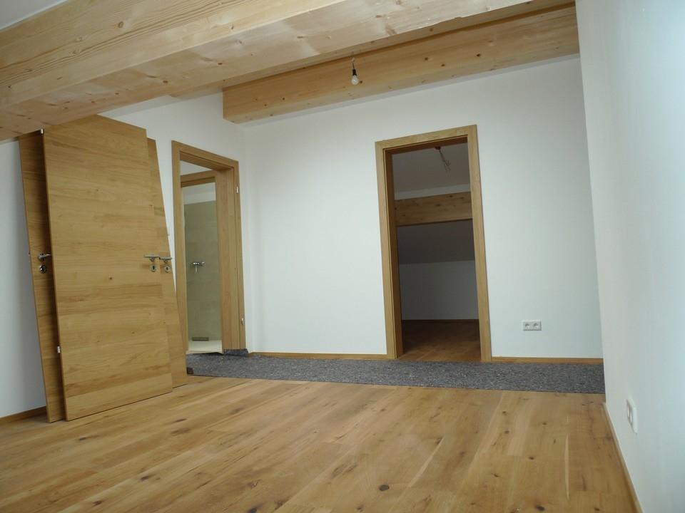Schlafzimmer DG mit Ankleide